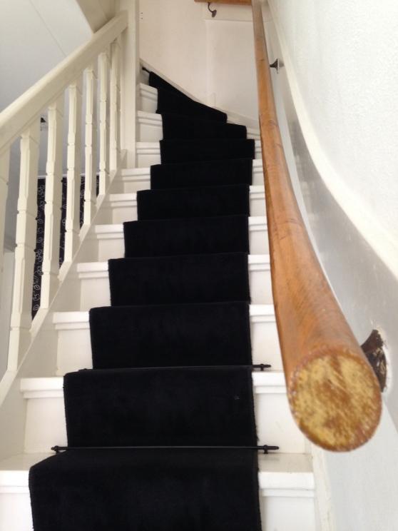 Origineel: trap en leuning langs de muur